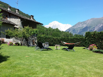 Garden with Mont-Blanc view